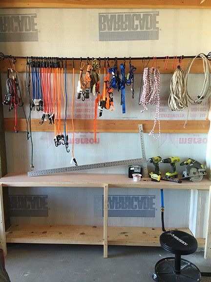 Bungee wall with shelves
