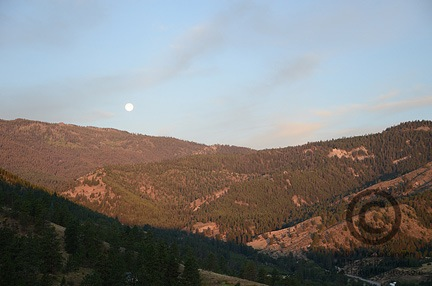 Moonset over Squilchuck